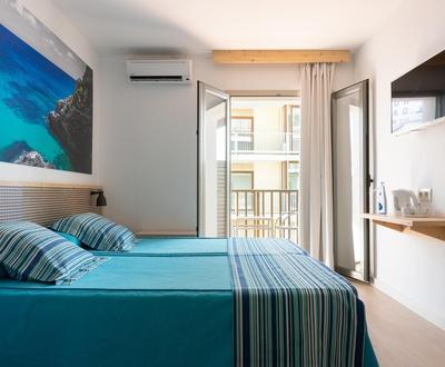 Cycliste Premium - Chambre double avec balcon et vue latérale sur la mer Hôtel Eolo